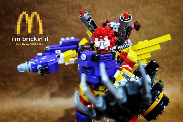 可不只有麥當勞叔叔機甲那麼簡單啊!! 樂高MOC 作品【合體吧!麥當勞四大天王!】實在是令人目眩神迷的組合啊~~