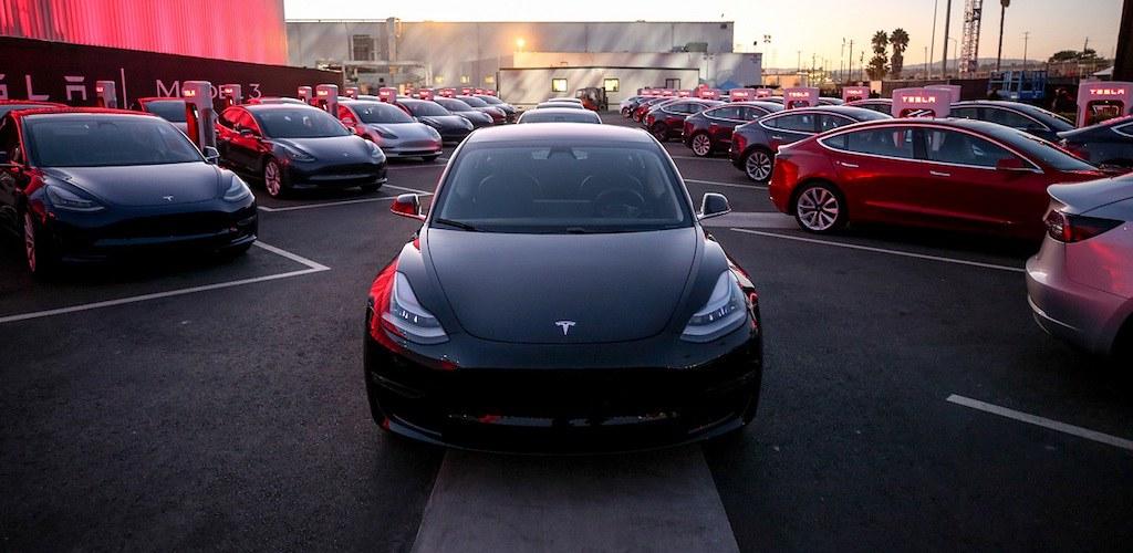 Tesla-model-3-first-deliveries-j28