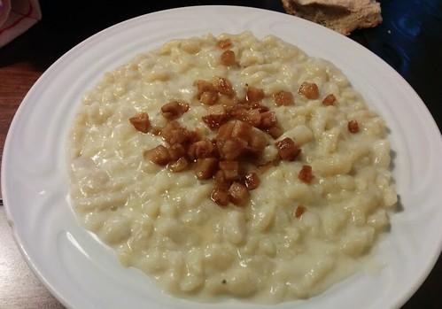 Ruzomberok, Eslovaquia | Motel Vlčí Dvor | Dumplings con queso de oveja y bacon