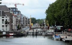 Zicht op de Weerdsluis met op de achtergrond de Stenenbrug, Utrecht
