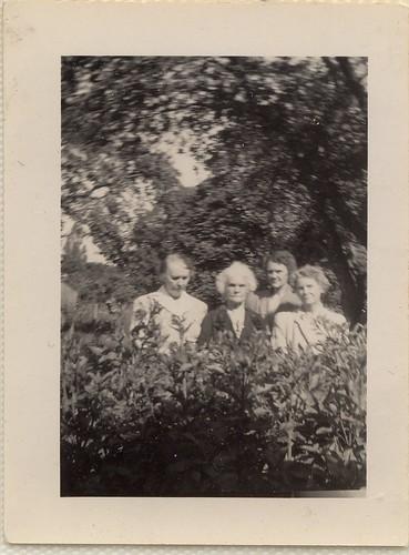 PB10091 PC Mrs McLeod, Aunt Violet, and Jill, June 26, 1944