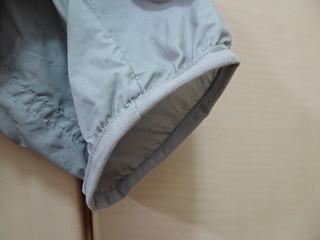 袖口是簡單的鬆緊帶