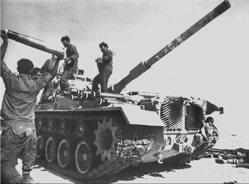 M48-takes-ammunition-sinai-1973-atj-1