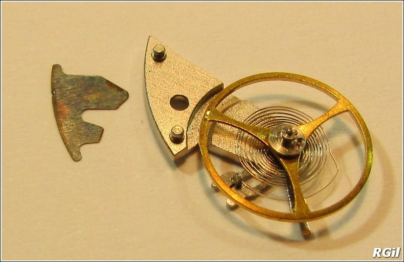 Ce qu´il y a dedans d´une Vostok Amphibia, avec des photos. 35169292263_67944e8dd4_b