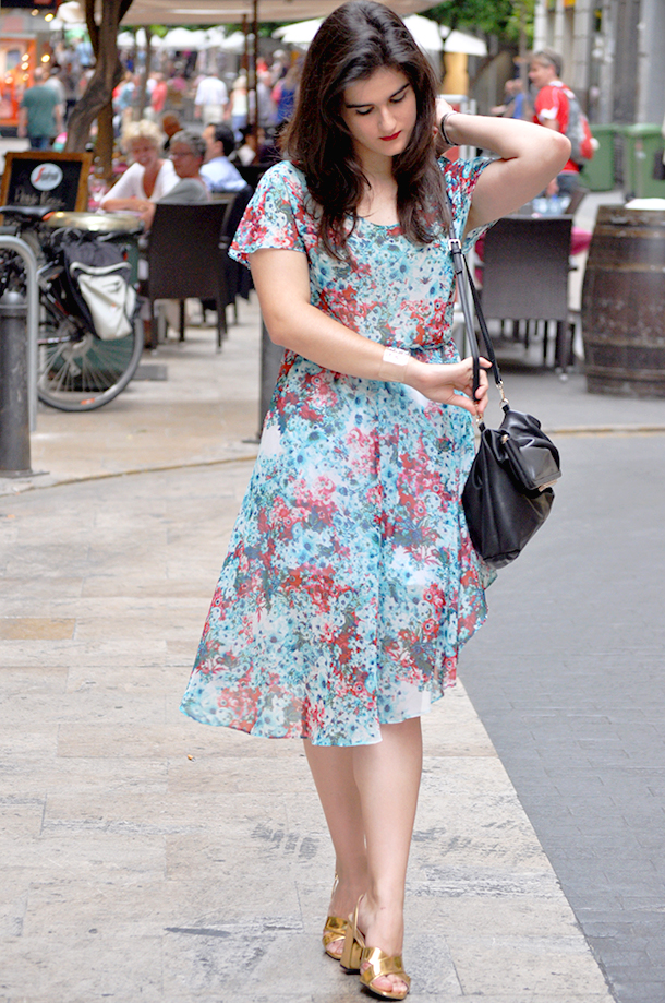 benetton floral asymmetric dress golden sandals zara, valencia fashion blogger españa spain somethingfashion streetstyle outfits elegant