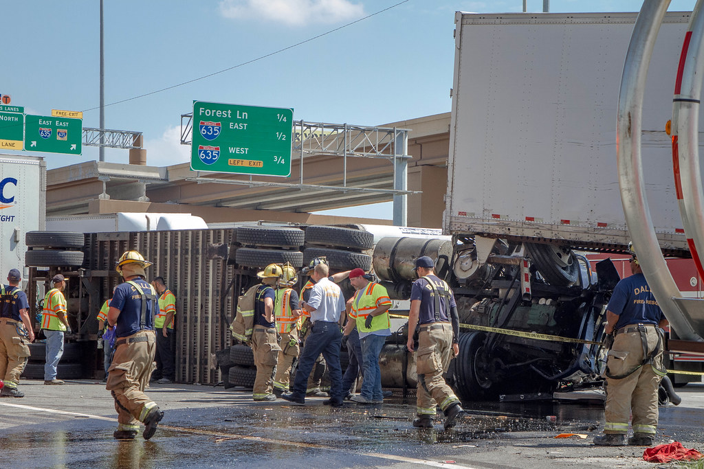 Multi-Vehicle Freeway Accident on I-35E Involving Two 18-W… | Flickr