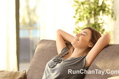 Thư giãn, giảm lo lắng là cách để trị chứng run tay