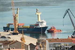 El M/V Roma atracando en el puerto de Vigo