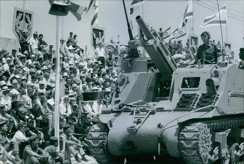 M7-Priest-idf-parade-1968-eby-1