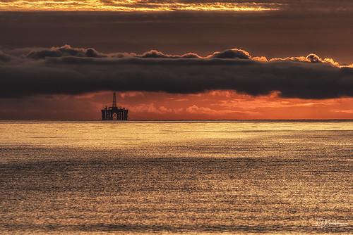 dawn blackisle cromartyfirth scotland grahambradshaw oilrig rosemarkie beach coast clouds