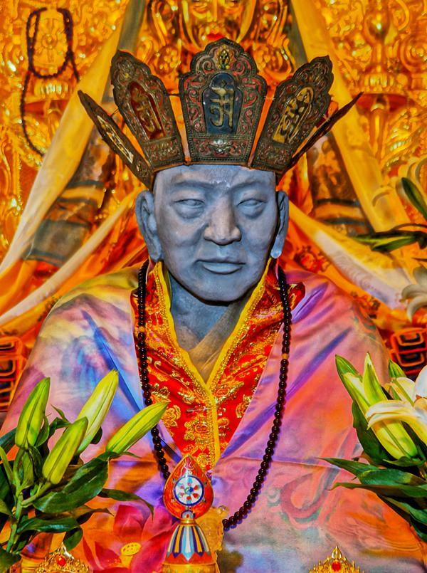 Mumi Master Cí Xián sebelum dilakukan penyepuhan dengan emas.