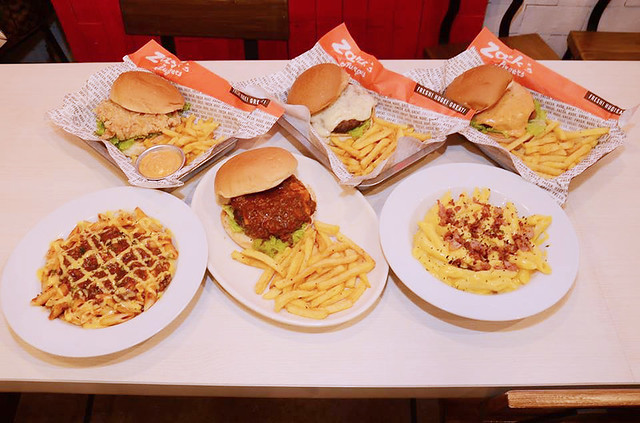 Patty Villegas - The Lifestyle Wanderer - Zark's - New Burgers