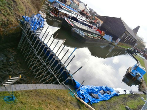 Stourbridge Canal lock restoration 02-17