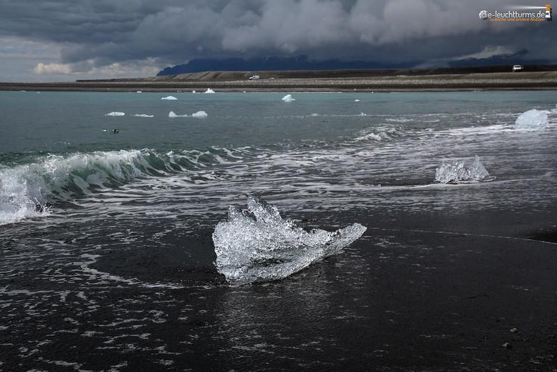 Only tiny icebergs on  Breiðamerkursandur