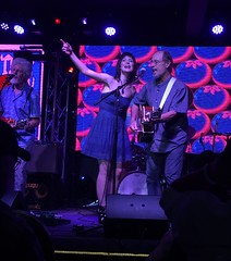 Fred Tackett, Singer Sara Niemietz and Paul Barrere Play The Band Song The Weight