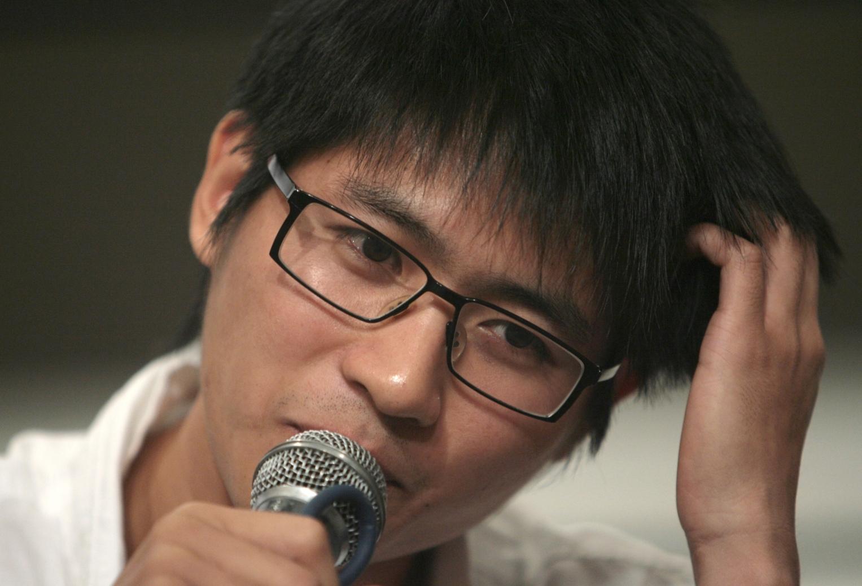 作家韓寒在讀書期間,班上同學幾乎沒人和他說話。因為他做的事情,和同學們大不相同。(亞新社)