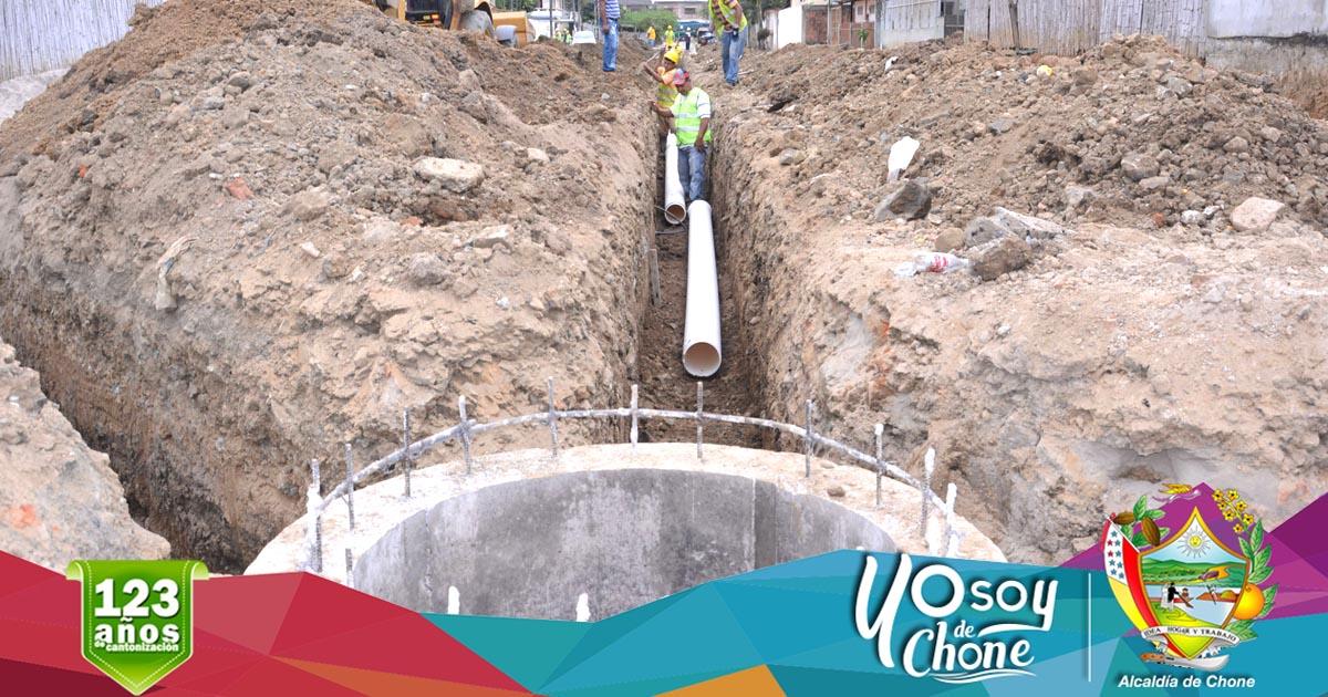 Construyen alcantarillado sanitario en calle Ítalo Colamarco Intriago