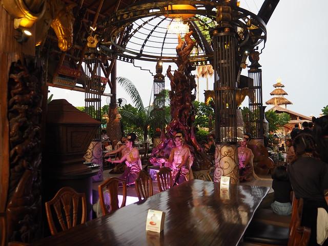 P6243711 Koh Lan Ta Restaurant & Karaoke at Suvarnabhumi thailand bangkok タイ バンコク