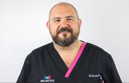 Dr. Francisco José Carrero Ramírez, Clínica Implantsite
