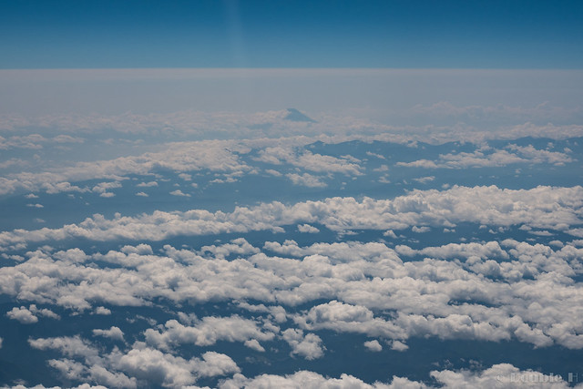 view from KIX to CTS 2017.7.21 (16) the distant view of Mt. Fuji over the clouds