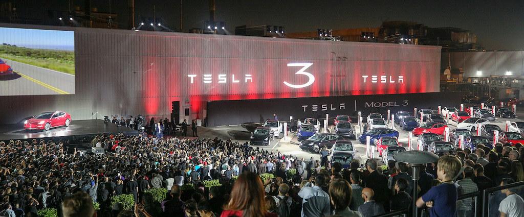 tesla-model-3-delivery-handover-event