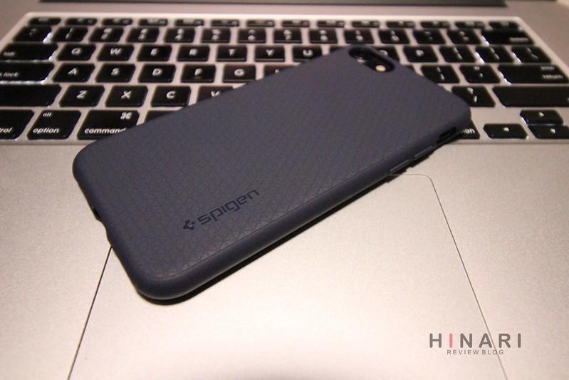 【レビュー】Spigen、iPhone7用ケース「リキッドエア」ミッドナイトブルーは、iPhone7ブラックとの相性抜群でおすすめのケースだ!