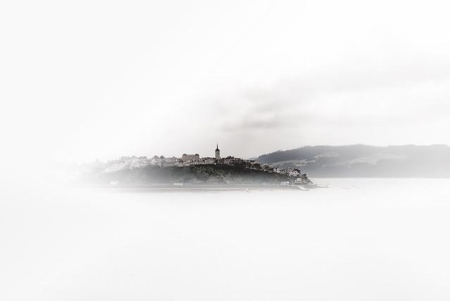 Castropol bajo la niebla - Castropol under the mist