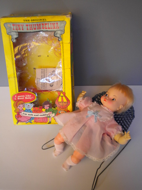 Tiny Thumbelina with box, Nikon COOLPIX S220