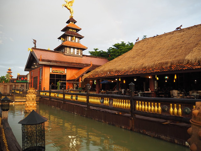 P6243721 Koh Lan Ta Restaurant & Karaoke at Suvarnabhumi thailand bangkok タイ バンコク