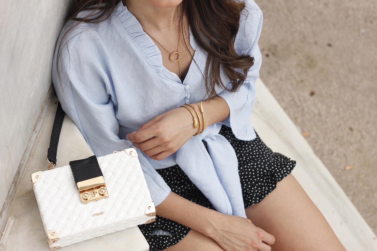 blue shirt polka dots shorts converse uterqüe style fashion summer10