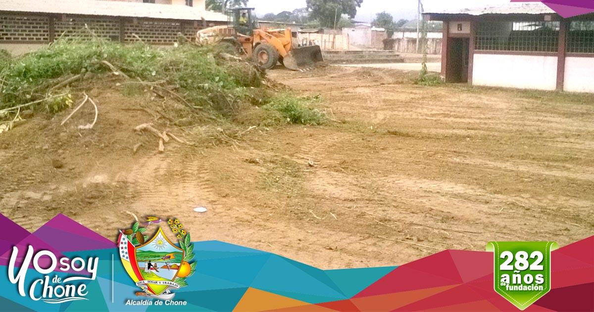 Municipio realiza limpieza del terreno donde funcionará sede de los periodistas chonenses