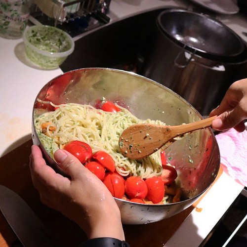 ホヤとジェノベーゼの冷製パスタ。トマトとめっちゃ合う! #ほやラブ #ホヤナイト