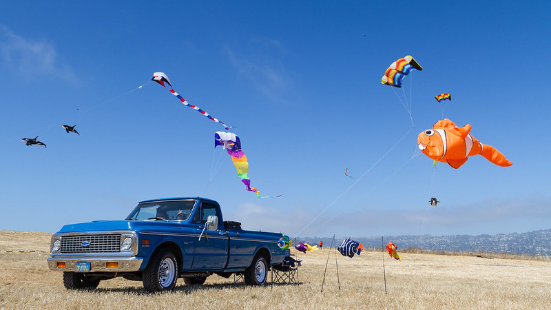 The blue Ford kiting