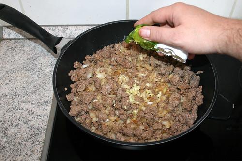 29 - Knoblauch dazu geben / Add garlic
