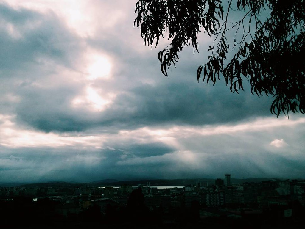 Esta mañana antes de la lluvia. #coruña #vsco #nubes #summer #sky #phonephoto #photography