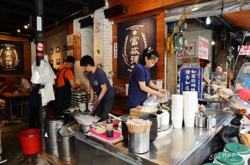 [台南]中西區永樂市場富盛號。真材實料銅板價碗粿,醬油膏蒜汁風味十足