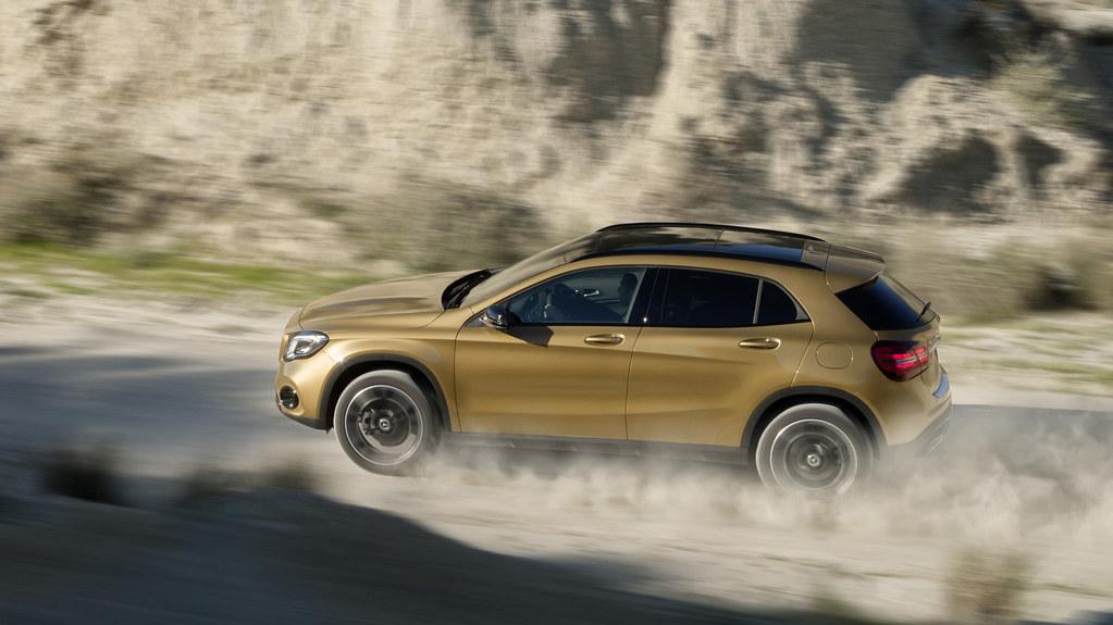 2018-Mercedes-Benz-GLA-facelift-Detroit-Motor-Show-10