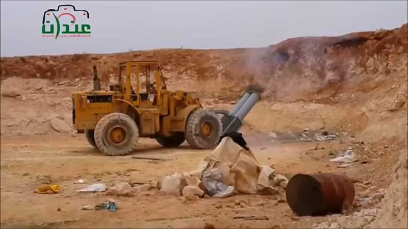 Loader-2x-mortar-syria-c2014-yp-1