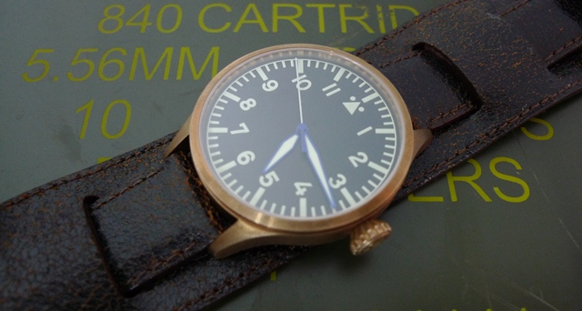 Bronze Archimede on Cracked Leather Bund