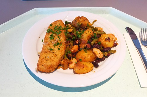 Baked hoki filet with potato bean fry / Gebackenes Hokifilet mit Kartoffel-Bohnenpfanne