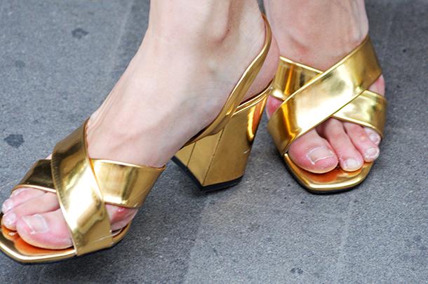 benetton floral asymmetric dress golden sandals zara, valencia fashion blogger españa spain somethingfashion streetstyle outfits elegant