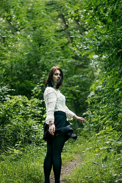 Portraitshooting draußen im Wald mit Blickwinkel Fotografie Vanessa von Wieding in Emmerthal bei Hameln