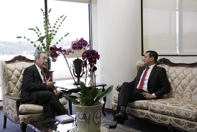 Secretario General del SICA, Vinicio Cerezo recibe visita de Canciller de la República de El Salvador, Sr. Hugo Martínez