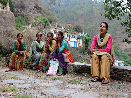 गाँव के जल समिति में पाँच महिला और 4 पुरुष सदस्य हैं