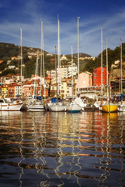Segelboote im Hafen von Lerici