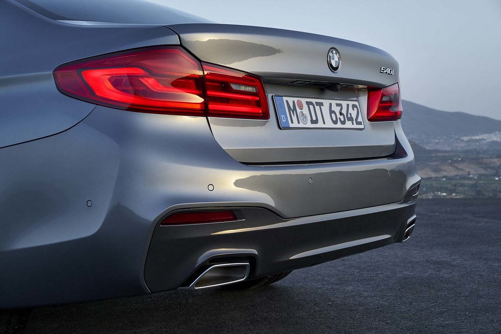 2017-BMW-5-Series-rear-three-quarter