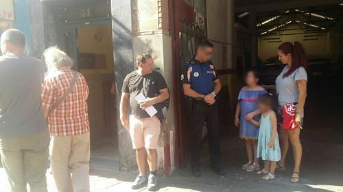 Otra familia en la calle en Carabanchel