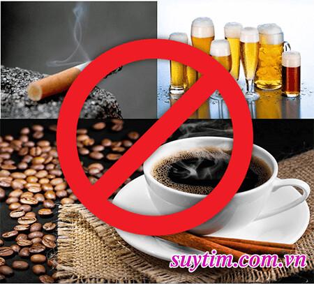 Tránh sử dụng các chất kích thích như bia, thuốc lá, cà phê…
