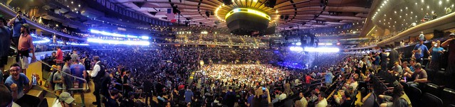 10 minutes to showtime. #Phish