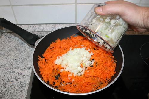 28 - Zwiebel hinzufügen / Add onion